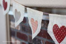 bandeirinha de juta com coração de tecido