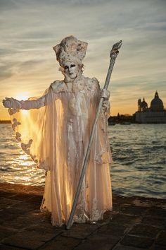 2017 Karneval in Venedig - Living Statue, Venetian Masquerade, Mardi Gras, Venice, Lion Sculpture, Masquerades, Statues, Image, Costumes