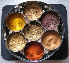 In de serie over gezondheidsbevorderende kruiden en specerijen die niet mogen ontbreken in je keuken of waar je niet zonder kunt, is nu komijn aan de beurt. Eerder zijn aanbod gekomen: kaneel, gember, tijm, oregano, kurkuma en zwarte peper. Komijn (Cuminum cyminum) komt oorspronkelijk uit het Midden-Oosten en is verwant aan peterselie, dille, venkel en …