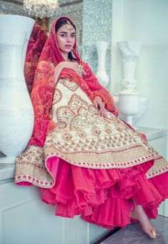 Check out all the desi looks worn by Aditi Rao Hydari for the best designers of B town.From wedding guest look to reception night all in a one post. Indian Bridal Fashion, Indian Wedding Outfits, Bridal Outfits, Asian Fashion, Indian Outfits, Bridal Dresses, Wedding Attire, Royal Indian Wedding, Wedding Wear