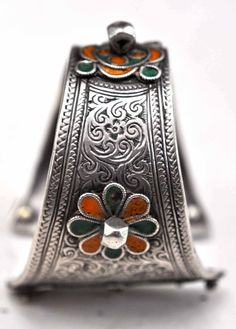Morocco ~ Tiznit | Silver with enamelling and chased details cuff | © Linda Pastorino.