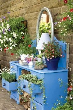 53 Beautiful DIY Outdoor Garden Crafts Ideas to Make Your Garden More Beautiful - Page 25 of 55 Diy Garden Projects, Garden Crafts, Garden Deco, Garden Art, Easy Garden, Diy Planters, Garden Planters, Balcony Garden, Outdoor Candles