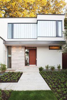 Diseño de Interiores & Arquitectura: Casa Contemporánea Cerca del Borde de un Acantilado con Vistas Espectaculares hacia los Árboles, el Agu...