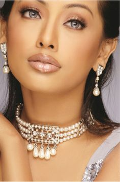 the pearls are beautiful but the face is gorgeous !