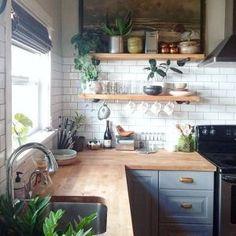 Kitchen decor and kitchen ideas for all of your dream kitchen needs. Modern kitchen inspiration at its finest. Home Decor Kitchen, Diy Kitchen, Kitchen Dining, Kitchen Cabinets, Kitchen Backsplash, Backsplash Ideas, Kitchen Ideas, Kitchen Corner, Awesome Kitchen