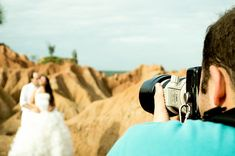 Ascertain the average cost of wedding photographer, and what to look for to ensure that you get the best pictures possible for the right price. Learn how here!