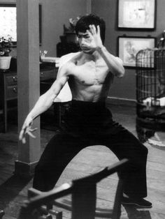 Game of Death - Bruce Lee Photo - Fanpop Martial Arts Movies, Martial Artists, Bruce Lee Martial Arts, Game Of Death, Kung Fu Movies, Bruce Lee Photos, Jeet Kune Do, Art Of Fighting, Enter The Dragon