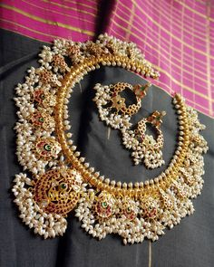 Guttapasaalu haar n cklace with mini pearls dangling Indian Jewelry Sets, Indian Wedding Jewelry, Indian Jewellery Design, India Jewelry, Bridal Jewelry Sets, Bridal Jewellery, Jewelry Design, Pendant Jewelry, Gold Jewelry