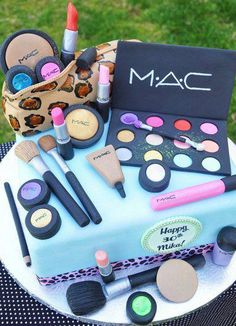 this would be an awesome cake for my favorite makeup artist @Fairytale Hair and Makeup Tara Fontana  OMG I NEEEEED THIS!!!!
