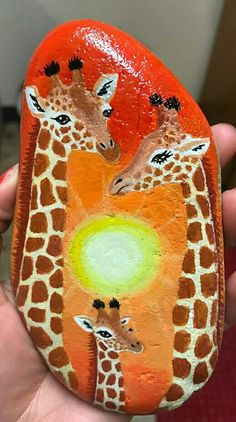 Looking for easy rock painting ideas? Perhaps you're simply beginning, you're daunted by even more intricate styles, try this, rock painting ideas, very inspiration for DIY or Decor - Rock Painting IdeasPainted Rock Ideas - Do you need rock painting Giraffe Painting, Giraffe Art, Pebble Painting, Pebble Art, Stone Painting, Rock Painting Patterns, Rock Painting Ideas Easy, Rock Painting Designs, Paint Designs