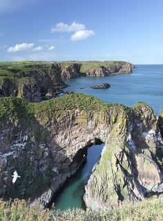 Bullers of Buchan in Aberdeenshire, Scotland (by doug.irvine). This one is for tastymamacita :)