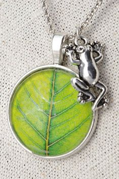 Frog necklace Green leaf pendants Silver frog jewelry Frog lover gift Animal necklace Terrarium jewelry #Frog #necklace #Greenleaf #pendants #Silver #jewelry #Animal #NewJewelleryStory