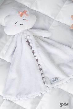 Making your baby& sleep even more peaceful, the Naninha decoration N . Baby Girl Toys, Baby Shawer, Bebe Baby, Baby Shower Gifts For Boys, Baby Boy Shower, Baby Gifts, Baby Koala, Diy Bebe, Baby Sewing Projects