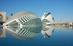 La obra de Calatrava supone una auténtica revolución en la arquitectura, caracterizada por la reunión de la arquitectura y la ingeniería, ...