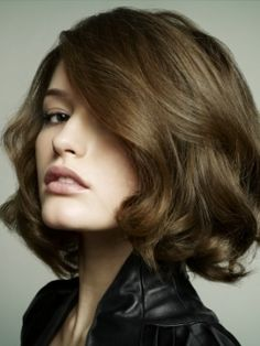 Level 5 Brunette   Chocolate Brown Hair Color Trends - There isn't anything else more appetizing than chocolate, even when it comes to hair color. Natural hair color still remains one of the most popular hair color trends for 2010, so choose to go chocolate if you wish to look hot.
