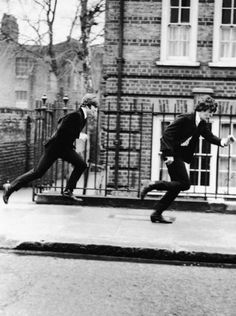 """John Lennon and Paul McCartney running fast from a crowd of fans during the shooting of The Beatles' 1964 film """"A Hard Day's Night"""". Beatles Love, Les Beatles, Like A Rolling Stone, Rolling Stones, Great Bands, Cool Bands, Liverpool, John Lennon Paul Mccartney, A Hard Days Night"""