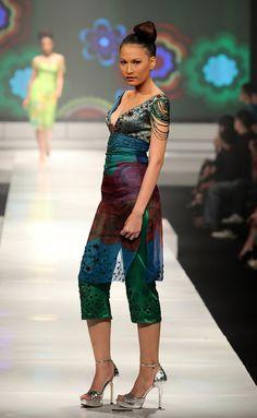 http://www.zimbio.com/pictures/Ad6WT_la0Wx/Jakarta Fashion Week 2009 10 Day 2/CA5Yzyxe1qq