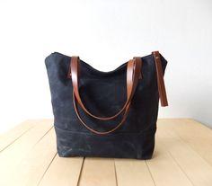 Waxed Canvas Tote in Black - Brown Leather Handles - Black Lining - Shoulder Bag - Handbag - Men Bag - Men Tote von metaphore auf Etsy https://www.etsy.com/de/listing/210416674/waxed-canvas-tote-in-black-brown-leather