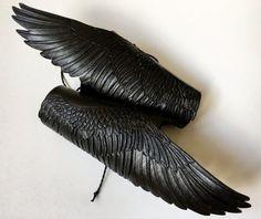 Rabe Flügel handpunziert Leder paar geflügelte von Gemsplusleather