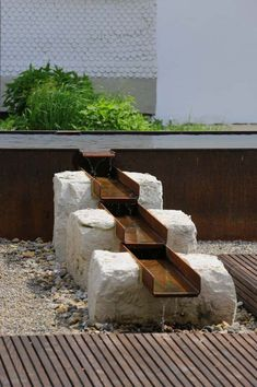 Metal in the Garden - Garten Design Backyard Water Feature, Small Backyard Pools, Ponds Backyard, Backyard Landscaping, Natural Pond, Natural Swimming Ponds, Terra Nova, Garden Waterfall, Sloped Garden