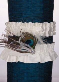 Peacock garter set available at bridalboutiquebr.com