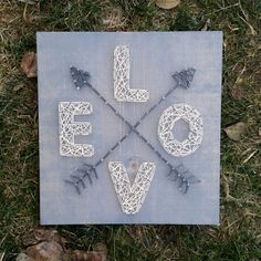 Made to Order String Art Love avec flèches par BlossomingBurlap
