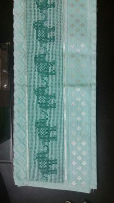 Cross Stitch Boarders, Cat Cross Stitches, Cross Stitch Designs, Cross Stitch Patterns, Swedish Embroidery, Towel Embroidery, Bordado Tipo Chicken Scratch, Swedish Weaving Patterns, Hello Kitty Wallpaper