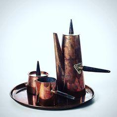 set da té in rame composto da vassoio teiera lattiera e zuccheriera. copper tea set with tray teapot sugar bowl and milk jug.  #copper #tea #modernism #spazio900design #vintage #design