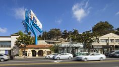 LOHA reinterprets sunset strip billboard with wishbone form in LA