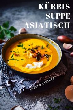kürbissuppe mit kokosmilch Soup asian: Pumpkin soup with coconut milk, ginger and curry. Pork Chop Recipes, Fish Recipes, Asian Recipes, Soup Recipes, Healthy Recipes, Ethnic Recipes, Coconut Milk Soup, Asian Soup, Pumpkin Soup