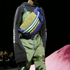 Bag Trend at NYFW for Spring Summer 2018: 1990's sportive belt bags. You can wear it, in Two ways (Cross shoulder, Around the waist) at Fenty X Puma by Rihanna #SS18 #NYFW