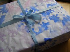 Create with your hands: Homemade Christmas Wrapping Paper: Snowflake Negative Sponge Printing