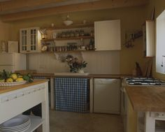 Kitchen Cabinets - I'm thinkin' the counter tops are pure wood planks?