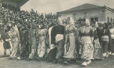 İzmir Kızılçullu Köy Enstitüsü kızları 9 Eylül Resmi geçidindeler