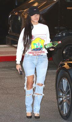 Pinterest: DEBORAHPRAHA ♥️ Kourtney kardashian wearing ripped jeans and sweatshirt #casual #outfits