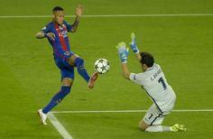 Manchester City, Neymar, 1 Vs 1, La Champions League, Football Pictures, Fc Barcelona, Sports, Champions League, Hs Sports