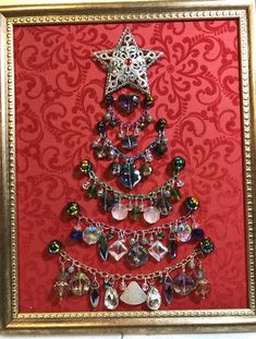 Vintage Jewelry Crafts This tree is fun. All the ornaments are free hanging on the chains. Jeweled Christmas Trees, Christmas Tree Art, Christmas Jewelry, Christmas Ornaments, Xmas Trees, Costume Jewelry Crafts, Vintage Jewelry Crafts, Art Perle, Jewelry Tree