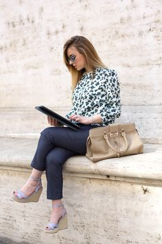 How to dress to go to work #outfit #fashionblogger #look #worklook #fashion #summer  http://www.dressingandtoppings.com/2016/06/03/come-vestirsi-per-andare-al-lavoro/