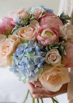Blue Hydrangea Centerpieces, Blue Hydrangea Wedding, Hydrangea Bouquet Wedding, Blush Wedding Flowers, March Wedding Flowers, Peonies Wedding Centerpieces, Tall Centerpiece, Purple Wedding, Wedding Colors