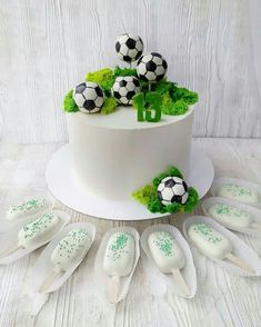Football Themed Cakes, Sports Themed Cakes, Bolo Sporting, Fondant Cakes, Cupcake Cakes, Soccer Ball Cake, Soccer Cakes, Bolo Diy, Soccer Birthday Cakes