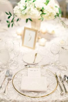 White and Green Centrepiece Place Setting Green Centerpieces, Wedding Table Centerpieces, Table Decorations, Table Setting Inspiration, Wedding Place Settings, Wedding Parties, Table Flowers, Cloths, Wedding Table Centres