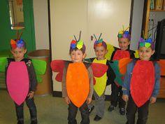 Les petites nouvelles de la classe maternelle ...: Le carnaval de Oiry Theme Carnaval, Costume Carnaval, Costume Papillon, Flamingo Wallpaper, Flower Costume, Arts And Crafts, Diy Crafts, Sports Day, Kindergarten Art