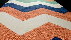 Taking the basic idea of the block quilt, we show you how to create a quilt top with a chevron striped design. Missouri Quilt Tutorials, Quilting Tutorials, Quilting Projects, Sewing Projects, Quilting Ideas, Sewing Tips, Strip Quilt Patterns, Pattern Blocks, Top Pattern