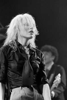 Singer Debbie Harry of American band Blondie performs on stage at the Free Trade Hall in Manchester on September 14 1978 Blondie Debbie Harry, Debbie Harry Style, Music Film, Music Icon, Art Music, Cummins, History Of Punk, Mazzy Star, Nostalgia