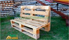 mesa-y-banco-hecho-con-palets - DIY Furniture Couch Ideen Garden Furniture Design, Pallet Garden Furniture, Garden Sofa, Diy Outdoor Furniture, Pallets Garden, Diy Furniture, Pallet Table Outdoor, Pallet Tables, Pallet Bar