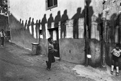 Shadows, Sicily, 1982, © Ferdinando Scianna, (Magnum Photos)