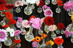 DIY; Fleur je tuin op met deze gezellige hangende bloemenvaasjes!