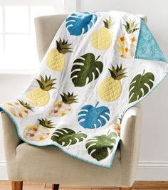 Sewing Quilts How To Sew A Pineapple Quilt Wall Hanging - Pineapple Quilt Pattern, Pineapple Quilt Block, Hawaiian Quilt Patterns, Hawaiian Quilts, Quilt Patterns Free, Hawaiian Crafts, Mini Quilts, Baby Quilts, Quilting Projects
