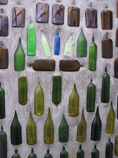 Wall of Bottles. Wine Bottle Wall, Bottle House, Bottle Garden, Bottle Art, Mosaic Glass, Glass Art, Mosaic Mirrors, Mosaic Art, Sea Glass