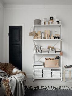 8 Ways To Turn Clutter Into Stylish Decor Bookshelves, Bookcase, Bookshelf Storage, Interior Exterior, Interior Design, Luxury Interior, Interior Styling, Lovely Apartments, Metal Shelves